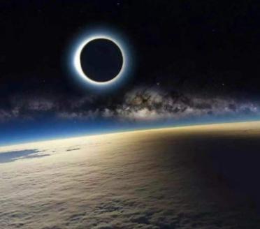 梦见月全食是什么意思